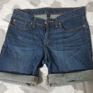 Gap short size 4
